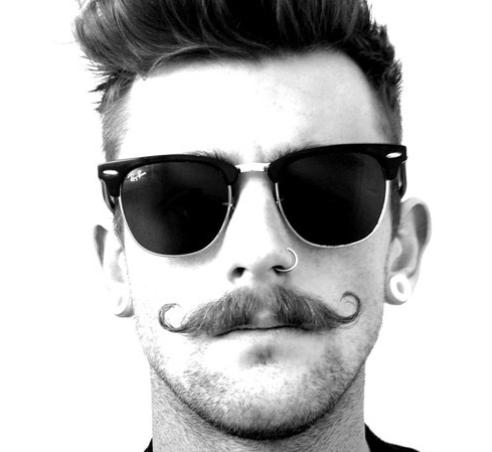 Pena de carcel en Grecia por llevar bigote