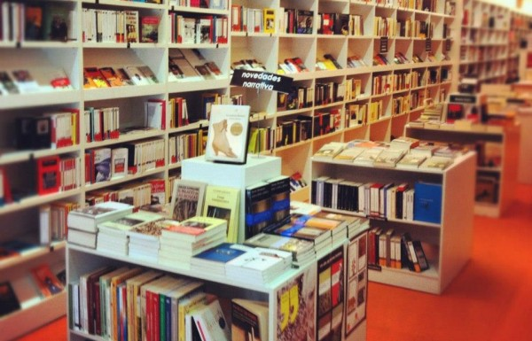 Ram n llull no s lo una librer a universitaria le cool for Libreria universitaria