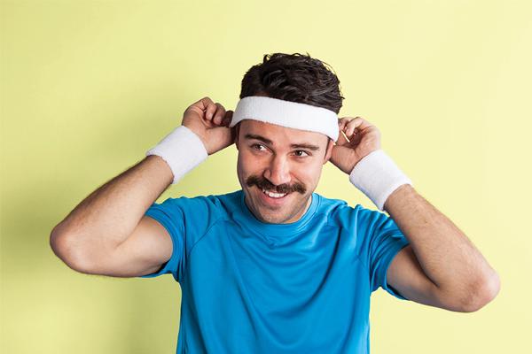 chico bigote
