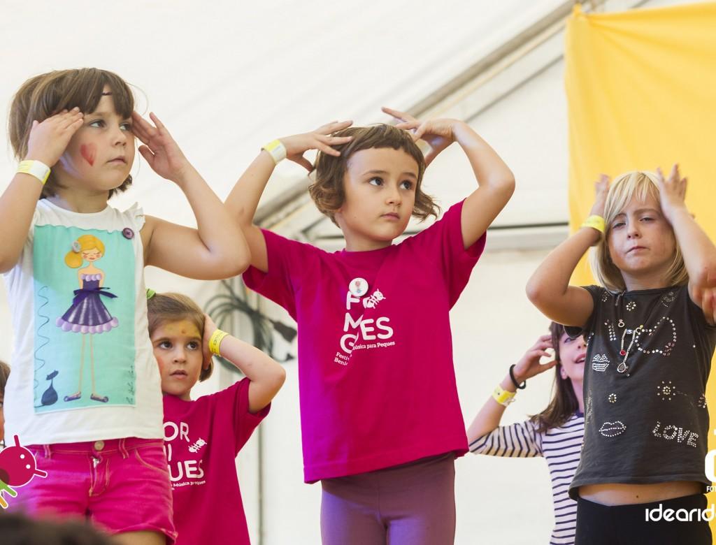 Niños participando en el Festival Formigues