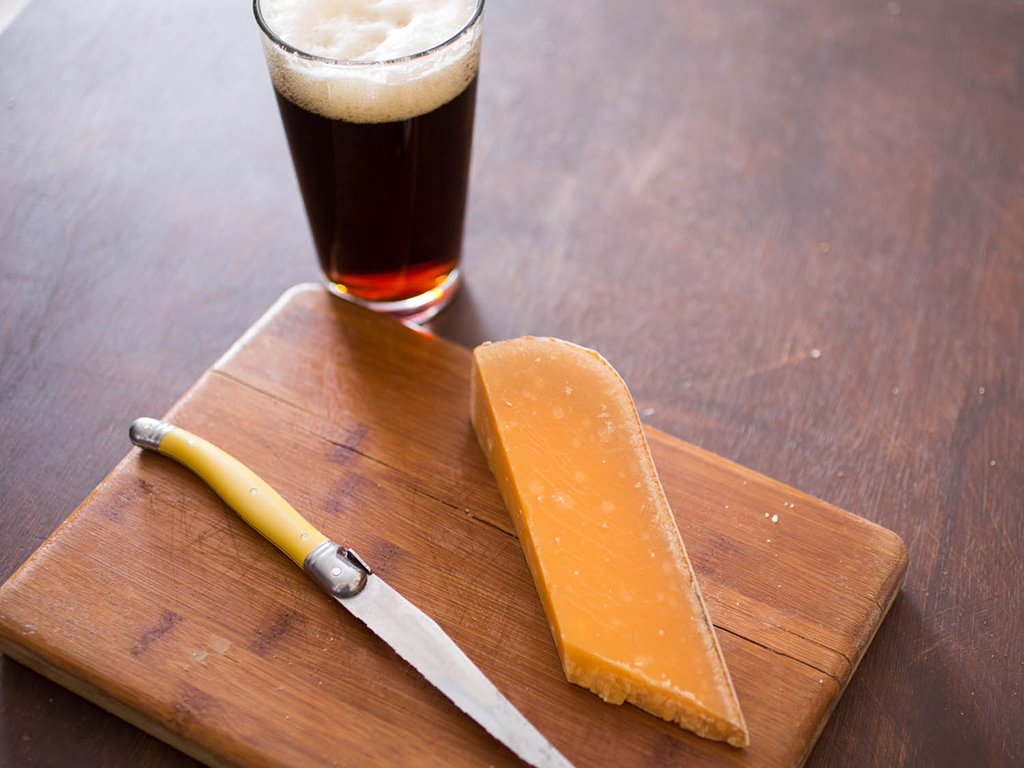 Beer and cheese.lecoolvalencia