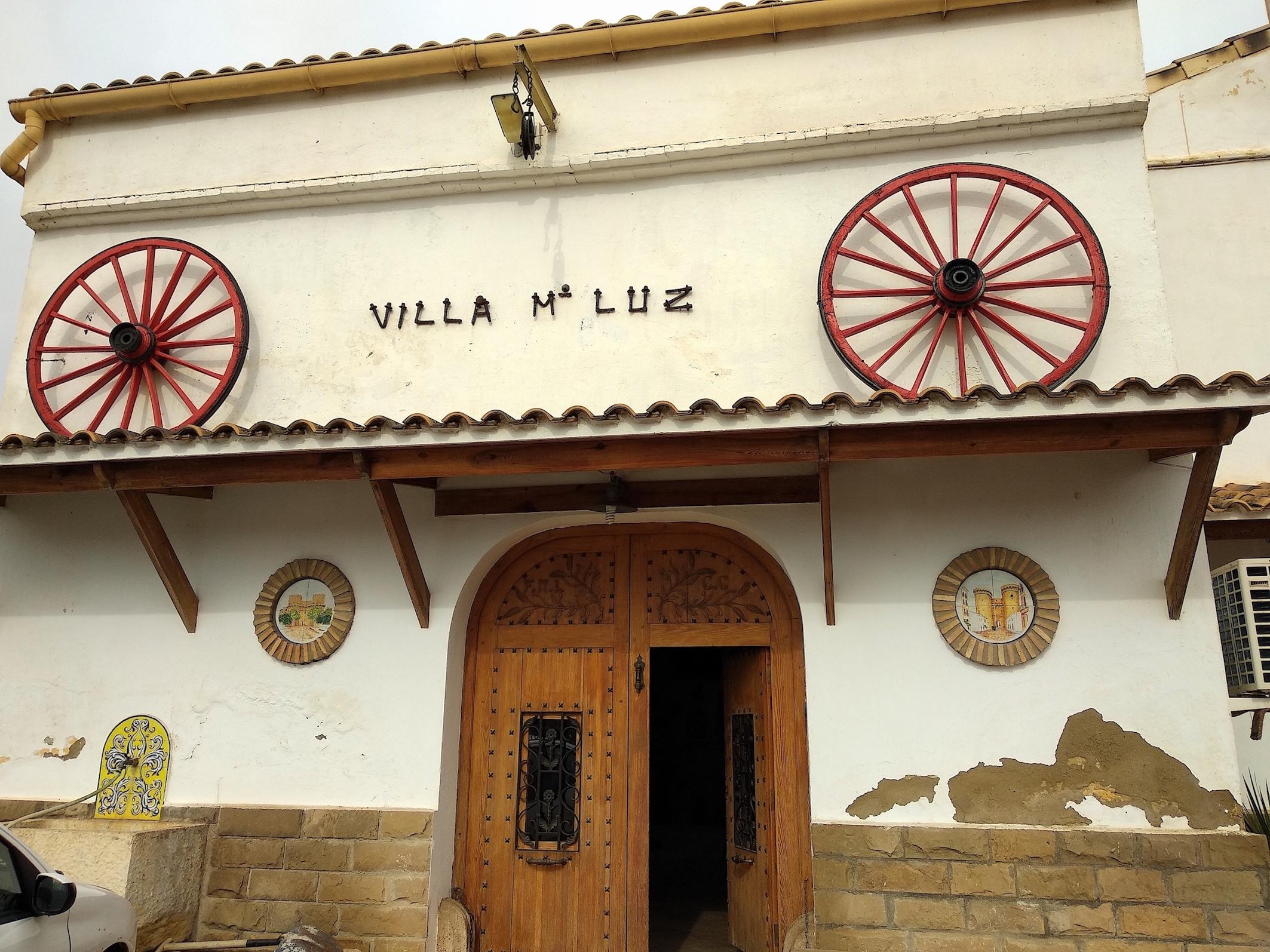 Entrada a Villa Mari Luz